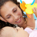 Mắt trẻ em phát triển như thế nào từ khi chào đời?